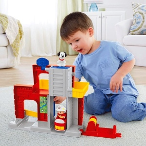 FISHER PRICE LITTLE PEOPLE ZESTAW REMIZA STRAŻACKA BGC67